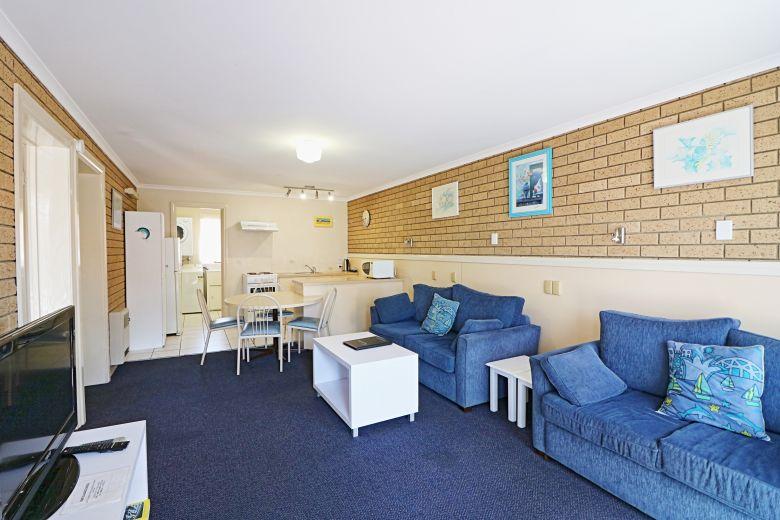 Aquarius Standard Lounge