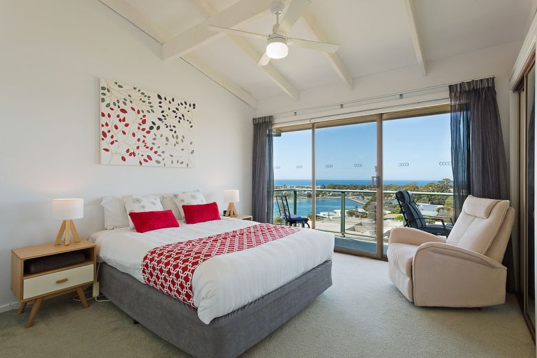 Panoramic Townhouses Deluxe Main Bedroom