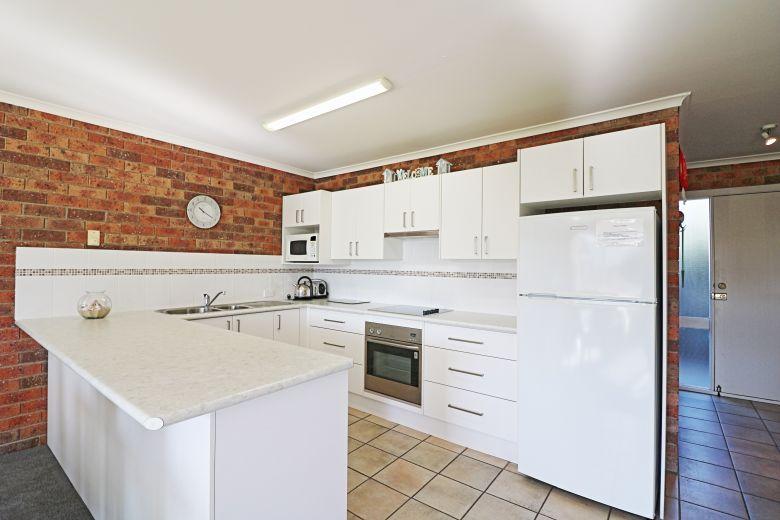 Pelican Apartments Kitchen